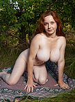 Elouisa strips nude while enjoying her picnic